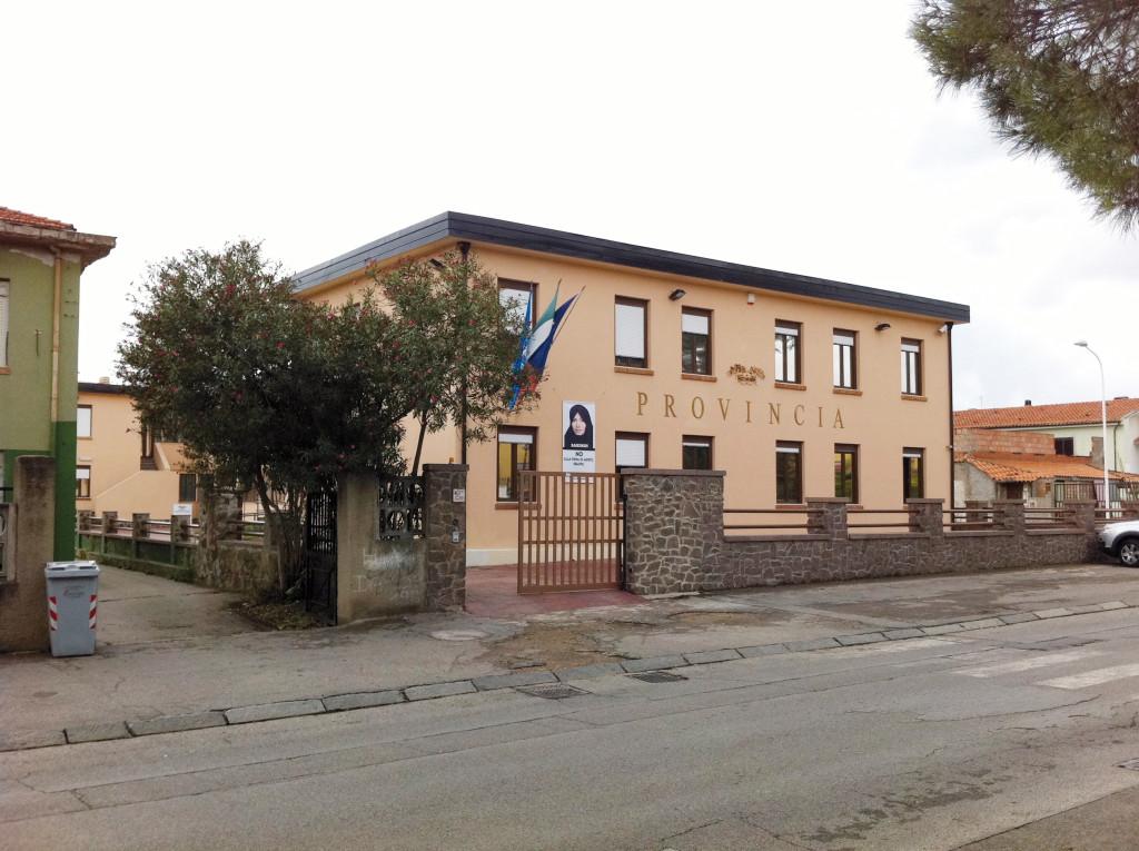 Arrivano i commissari in cinque delle otto province sarde. Il presidente Cherchi saluta e ringrazia tutti i lavoratori della Provincia di Carbonia Iglesias.