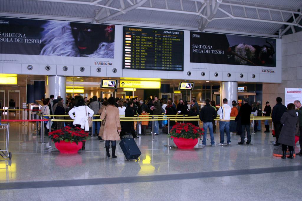 Enrico Lobina (Federazione della Sinistra) scrive al sindaco Massimo Zedda: «Perché si deve ampliare l'aeroporto di Elmas?»