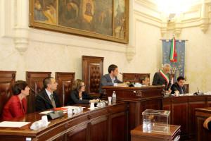 Nuovi attestati di solidarietà al presidente del Consiglio comunale di Iglesias, rimasto vittima di un attentato incendiario.