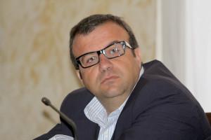 Emanuele Cani, deputato PD: «Siamo ormai all'emergenza, serve un'azione straordinaria contro le fiamme».