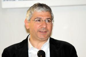 Francesco Sanna, deputato PD: «Chi appicca il fuoco e distrugge natura, paesaggio, lavoro, investimenti e futuro, mi fa schifo».