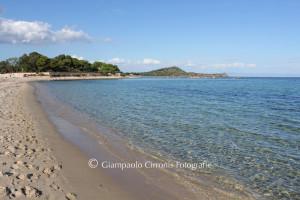Tesori di Sardegna: la spiaggia e il faro di Nora.