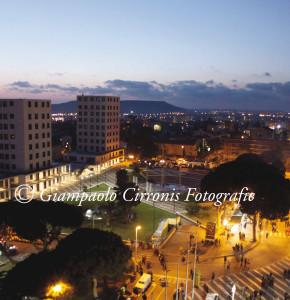 Carbonia – Piazza Marmilla di notte.