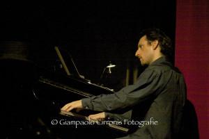 """Questa sera, al Teatro Electra di Iglesias, il duo """"SONOS"""", soprano Ilaria Fioranti, pianoforte Gianluca Erriu, presenta """"Intrecci""""."""