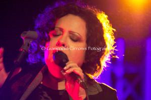 Antonella Ruggiero e il gruppo Janas in concerto martedì 8 ottobre a Masainas in occasione della festa della Madonna della salute 2013.