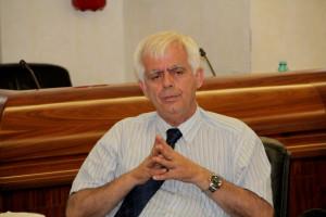 Il sindaco di Sant'Antioco, Mario Corongiu, denuncia l'Enel per i continui disservizi nell'erogazione dell'energia elettrica.