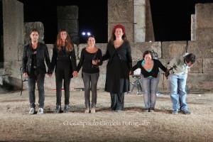"""Si è aperto con """"All'ombra dell'ultimo sole"""" di Rita Atzeri, nello straordinario scenario del Tempio di Antas, il NurArcheoFestival – Intrecci nei teatri di pietra."""