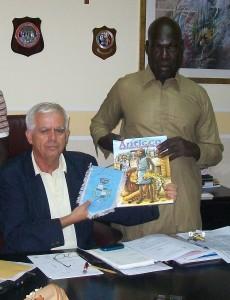 Il sindaco di Sant'Antioco Mario Corongiu ha incontrato Gora K., il senegalese oggetto nei giorni scorsi di offese razziste, divenuto antiochense di adozione.