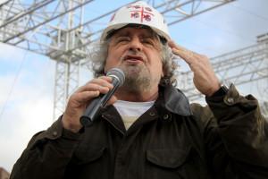 Beppe Grillo esclude il dialogo con gli altri partiti: «Il M5S è in guerra con il Palazzo».