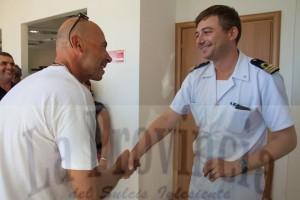 Il cagliaritano Antonio Tiragallo in marcia per la zona franca, ieri ha toccato il porto di Portovesme.