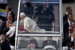 Il Papa ai giovani: «Le difficoltà non devono spaventarvi, ma spingervi ad andare oltre. Sentite rivolte a voi le parole di Gesù: Prendete il largo e calate le reti, giovani di Sardegna! Prendete il largo!»