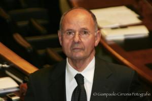 Appello di Mario Floris (Uds) alle forze politiche, per superare le divisioni nell'interesse della Sardegna.