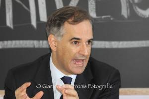 Il deputato del Pdl Mauro Pili lancia un appello ai sardi a prendere in mano il loro futuro.