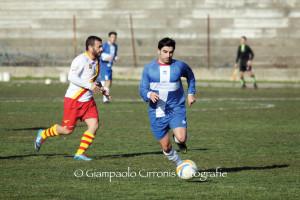 Il Carbonia ha espugnato il campo dell'Atletico Narcao, 2 a 0, nella gara di andata degli ottavi di Coppa Italia, grazie ad una doppietta di Simone Marini.