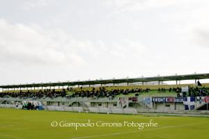 """Sabato pomeriggio, allo stadio """"Carlo Zoboli"""", partita di beneficenza tra Nazionale attori, sindaci del territorio e lavoratori ex Alcoa."""