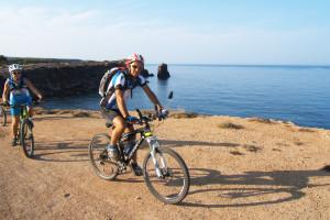"""Calasetta in festa il 7 e l'8 settembre con i 130 partecipanti della 2ª """"Calasetta in bike""""."""