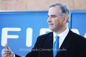Ora è ufficiale: Mauro Pili sarà candidato alla Presidenza della Regione con il suo movimento Unidos. L'annuncio questa sera al teatro Massimo di Cagliari davanti a circa 700 persone.