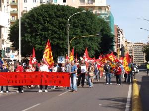 Circa 500 persone hanno sfilato ieri per il centro di Cagliari alla manifestazione indetta da Confederazione Cobas e Confederazione USB.