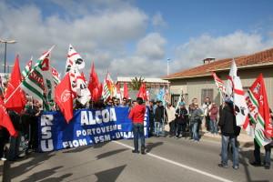 Nuova manifestazione di protesta questa mattina, a Cagliari, di una ventina di lavoratori delle imprese d'appalto Alcoa.