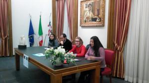 """Venerdì sera la sala Remo Branca di Iglesias ha ospitato il convegno/dibattito dal titolo """"GiovanInformazione+ComunicazionePositiva"""", organizzato dall'Associazione culturale Prospettive e dal MIDATT."""