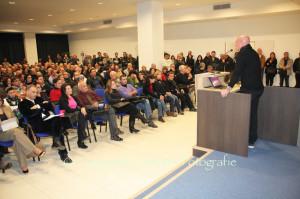 Il deputato Mauro Pili ieri sera ha incontrato alcune centinaia di cittadini nella sala convegni del Lù Hotel.