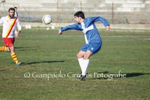 Il Carbonia, con due goal di Marini e uno di Trogu, torna imbattuto dal campo della Frassinetti (3 a 3) ed ipoteca la salvezza.
