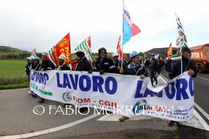 Centinaia di lavoratori hanno manifestato stamane a Carbonia per rivendicare il diritto al lavoro.