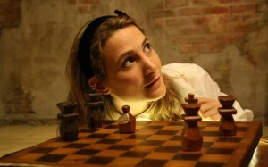 """""""Come and play with Alice!"""" Spettacolo in lingua inglese e laboratori per bambini e ragazzi al Teatro Massimo."""