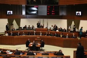 La seduta d'insediamento del nuovo Consiglio regionale era iniziata sotto la presidenza del consigliere anziano, Mario Floris, classe 1937, all'ottava legislatura regionale.