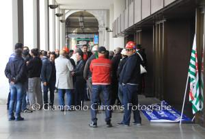 Il governatore Francesco Pigliaru ha assicurato ai lavoratori Alcoa che la vertenza verrà inserita nel dossier che verrà portato al confronto con il Governo.