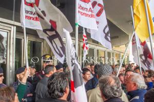 E' riesplosa stamane in viale Trento, a Cagliari, la protesta del Sulcis, area depressa e disperata.