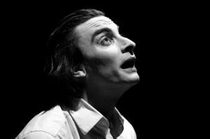 """Sabato sera """"Io provo a volare"""", della Compagnia Berardi – Casolari, chiude la stagione di prosa al Teatro Centrale di Carbonia."""