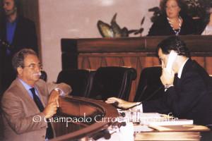 Luigi Biggio in Consiglio regionale con l'allora presidente della Regione Mauro Pili.