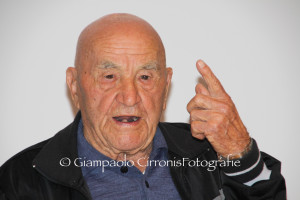 Il Presidente della Repubblica, Giorgio Napolitano, ha conferito l'onorificenza di Cavaliere a Modesto Melis, uno degli ultimi sopravvissuti ai campi di concentramento nazisti.