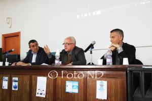Salone pieno, sabato sera, al Centro velico di Calasetta, per il confronto pubblico tra i due candidati sindaco Antonio Vigo e Gianluca Boy.