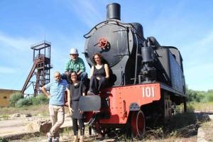 Le registe Carla e Sebastiana Etzo con alcuni dei protagonisti del Documentario LOST CITIZENS