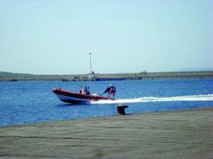 Barca a vela di 42 piedi in difficoltà davanti al porto di Portoscuso. La Guardia Costiera di Portoscuso ha coordinato l'assistenza all'unità, traendo in salvo un inglese ultrasettantenne.