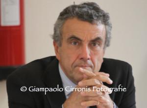 L'ex ministro Fabrizio Barca ad Ales: «Una strategia nazionale per le zone interne».