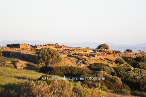 """Si terrà domenica 5 luglio, nell'anfiteatro di Monte Sirai, il primo appuntamento del XXXIII Festival """"La Notte dei Poeti"""","""