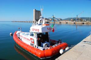 La Guardia Costiera di Sant'Antioco ha portato in salvo una barca a vela alla deriva con tre persone a bordo.