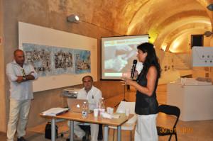 """Venerdì 8 agosto, al Ghetto degli Ebrei di Cagliari, i Rotary Club di Cagliari, Carbonia e Iglesias hanno presentato il progetto """"Sulcis Lab: antiche arti, progetti innovatori""""."""