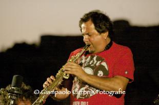 Enzo Favata lancia un appello alla politica sarda: «I musicisti isolani sono danneggiati dalle disposizioni Enac sul trasporto aereo»