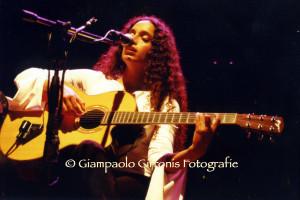 """Noa in concerto a Siddi per il festival """"Appetitosamente""""."""