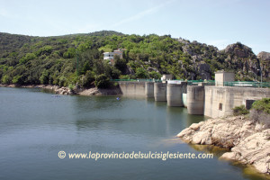 Abbanoa ha aumentato i controlli sull'acqua in arrivo agli impianti e in distribuzione nelle reti.
