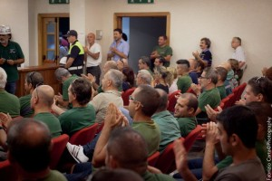Il Consiglio comunale di Portoscuso, all'unanimità, 16 voti a favore su 16 presenti, ha dato mandato al Sindaco di firmare l'accordo di programma per la ripresa produttiva di Eurallumina.