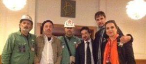 il regista tommi mannoni tra alcuni dei protagonisti e degli ospiti alla proiezione