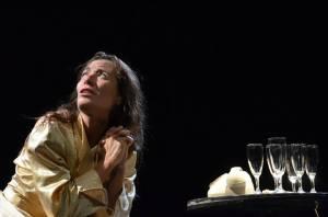 """Giovedì 27 novembre, a Sassari, Il Crogiuolo presenta lo spettacolo """"Tanto vale vivere""""."""