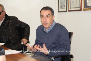 Mauro Esu (Comune di Carbonia): «Solidarietà alle comunità di Villasor e Decimoputzu sull'installazione di impianti eolici e pannelli solari.»