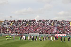 Il Cagliari perde in casa con il Verona e scatta la contestazione dei tifosi. A rischio la panchina di Zola.