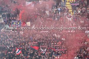 I colori della Curva Nord dello stadio Sant'Elia il giorno dell'amara sconfitta con il Verona.